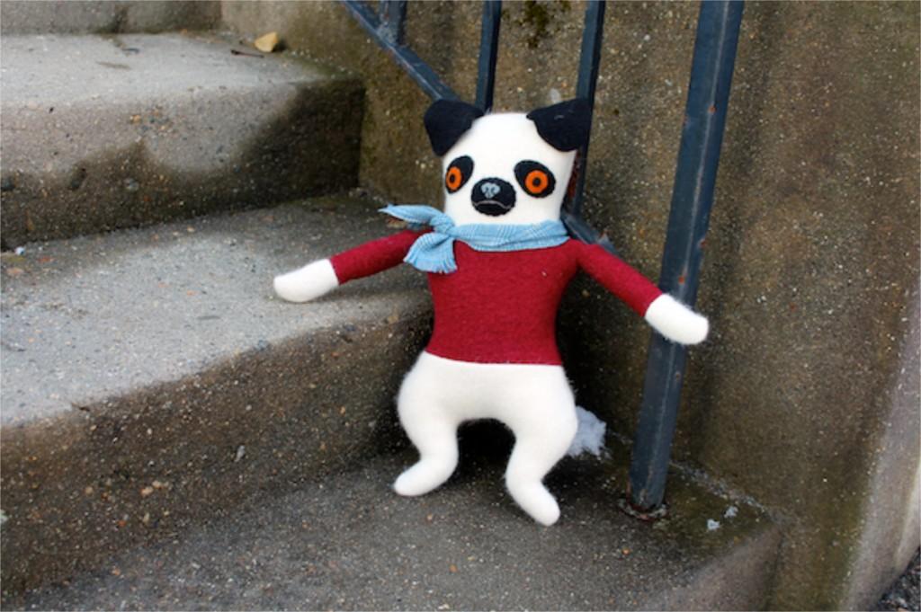1:20:sweater pug 2c
