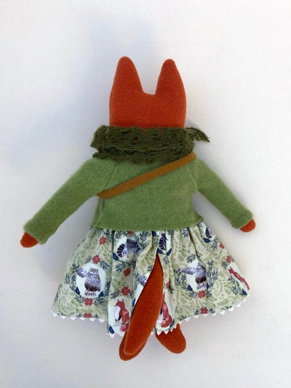 12-20-green fox girl - 3